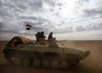 An Iraqi forces' armored personnel carrier advances through Anbar, 20 km east of Rawah bordering Syria, on November 25, 2017. (AFP)