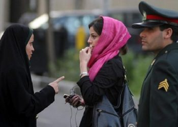 Police warning a woman for mal-veiling