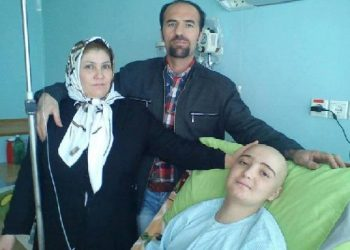The Iranian regime's judiciary is not permitting jailed labor activist Behnam Ibrahimzadeh to visit his ill son in a hospital.