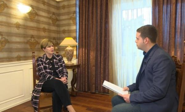 Linda Chavez in at interview with Vision plas T.V. (27 February 2017)
